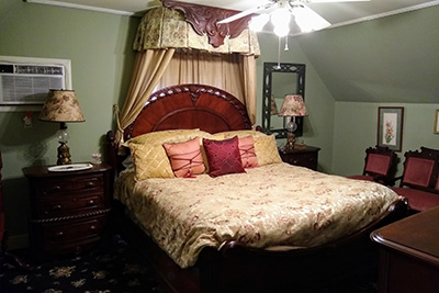 The Dickinson Room - Bed