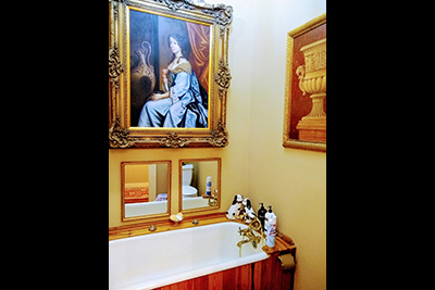 The Francis Thompson Room - Seperate Bathroom with Claw Tub
