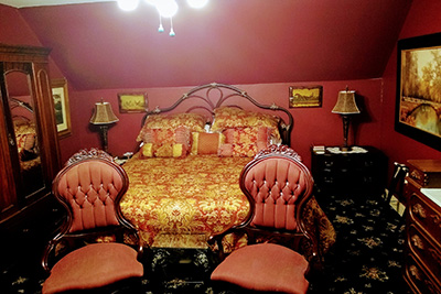 The Keats Room - Bed & Chairs
